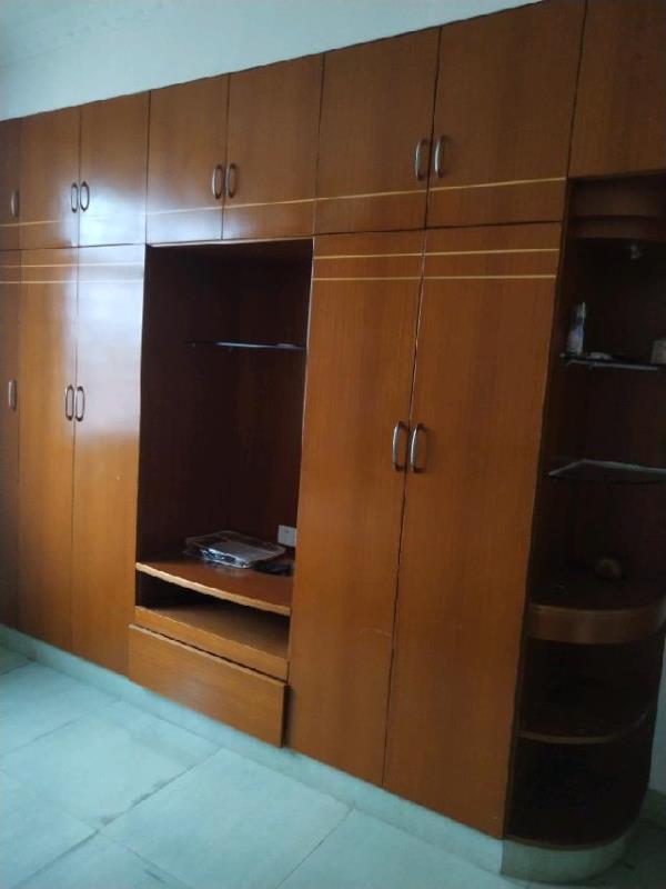 万洲商城3室2厅2卫137平方1500元/月