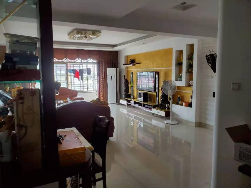 万洲商城3室2厅2卫142.00平方70.00万